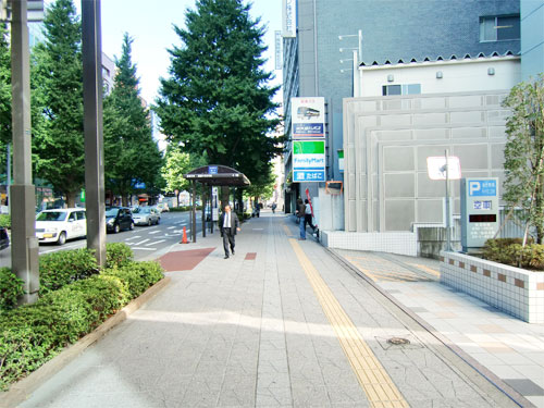 店舗への道