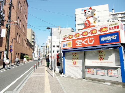 店舗近くの道路
